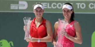 Johanna Konta( Right) and Caroline Wozniacki ( Left) with their trophies