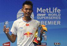 Lin Dan with the winning trophy