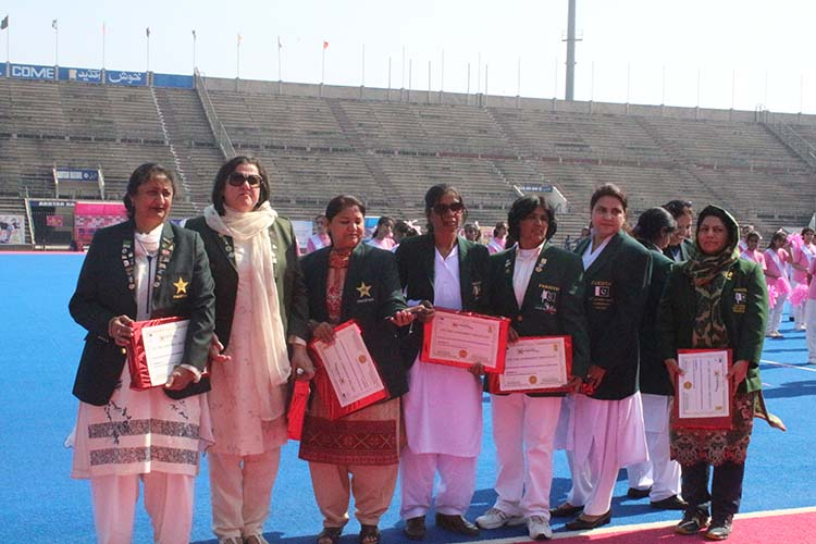 Some of former hockey stalwarts given Life Time Acheivement awards