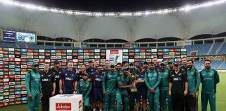 Pakistan, New Zealand Players Pose With The Trophy