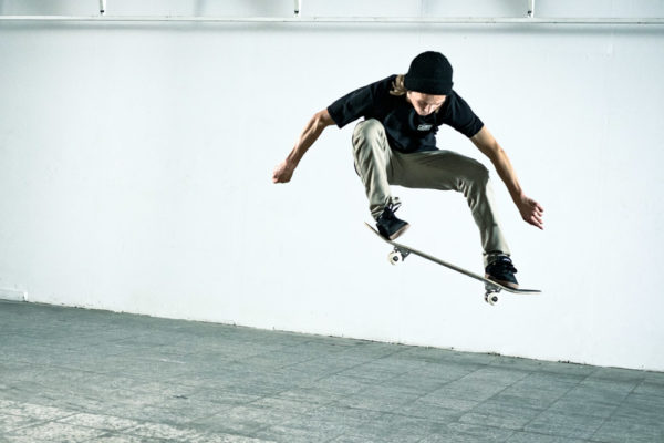 This image has an empty alt attribute; its file name is skateboard-trick-tipp-ollie-600x400.jpg
